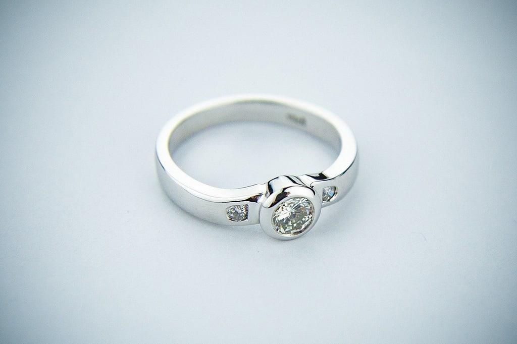 zasnubni-prsten-jaky-material